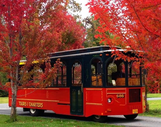 Southern Oregon Wine Touring company All Aboard Trolley offering tours in restored antique trolleys