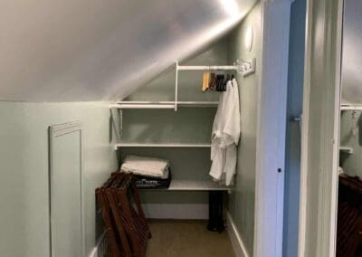 canterbury room walkin closet